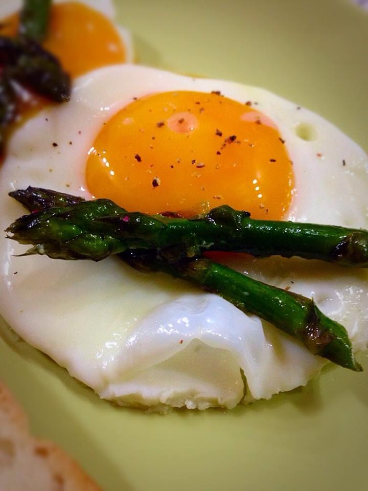 uovo e asparagi