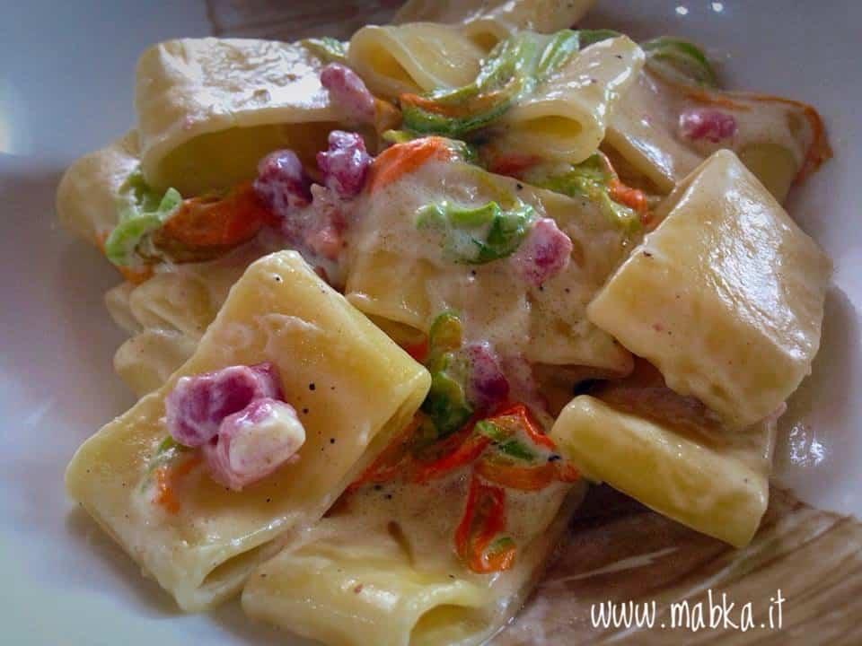 Paccheri pancetta, robiola e fiori di zucca, lactose free
