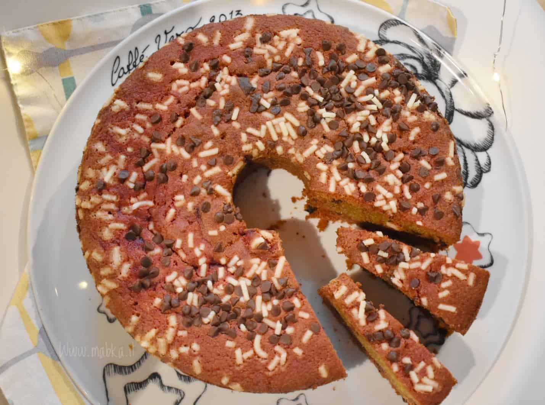 Ciambella senza lattosio con barbabietole e gocce di cioccolato