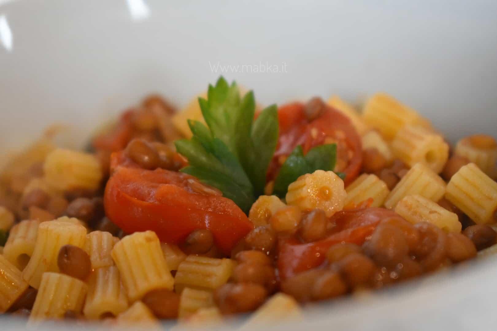 Zuppa di lenticchie al coriandolo