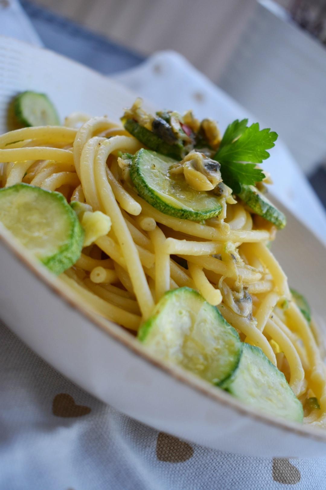 Bucatini vongole e zucchine, senza lattosio